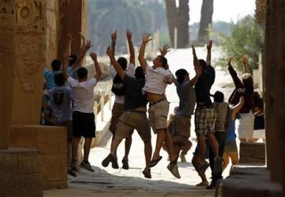 egypt-tourism-campaign-tourists-jumping-for-joy-at-being-in-egypt